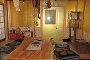 黄金の囲炉裏部屋